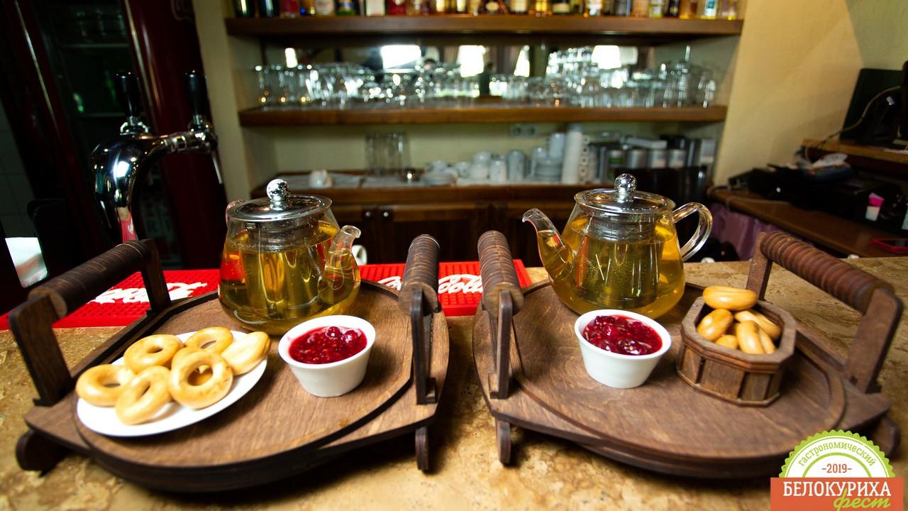 Фирменный чай с домашним вареньем для гостей отеля Благодать